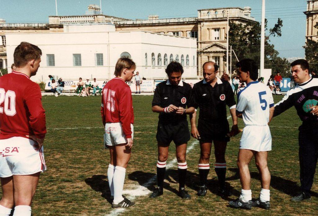 På Malta 1989. Kent Fagerström (15) och Mikko Mellanen (20) inför en träningsmatch under lägret på Malta. Foto: Pargas IF:s arkiv